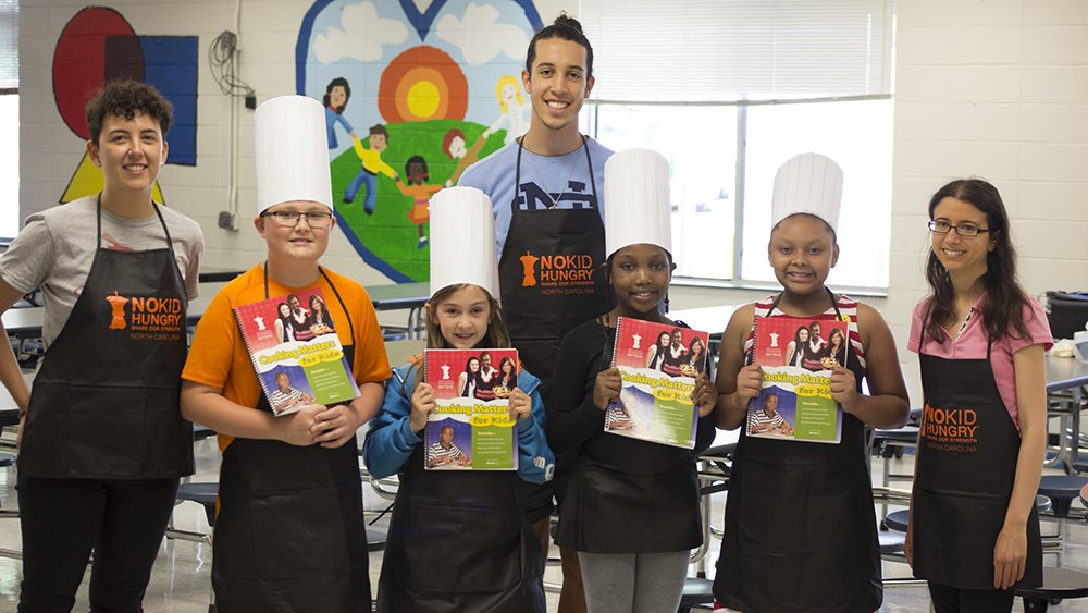 Students and volunteers of Cooking Matters for Kids
